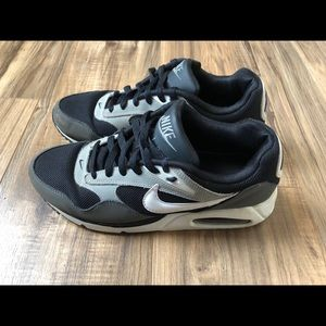 Nike Air Max Men's Size 8.5 Black Gray Preowned